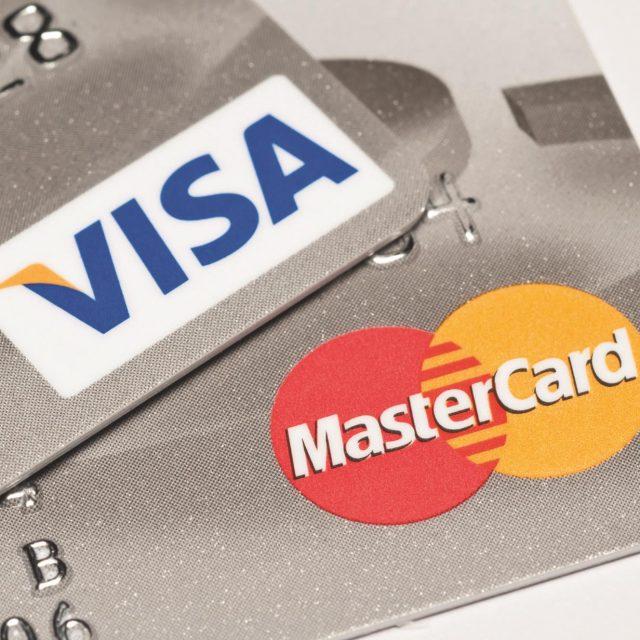 Visa en Mastercard betalen miljarden aan Britse supermarkten